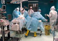 В Алматы несмотря на пандемию врачи продолжают спасать жизни людей